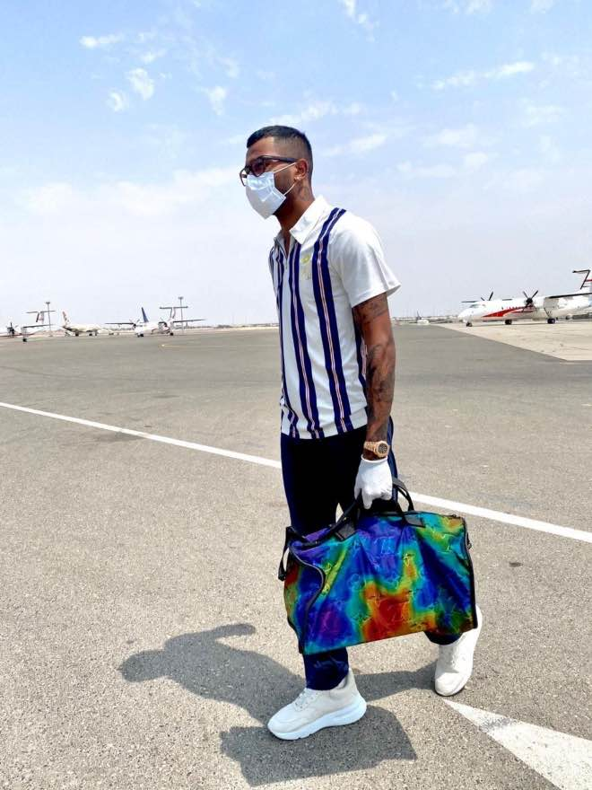 Hardik Pandya after touchdown in Abu Dhabi, UAE