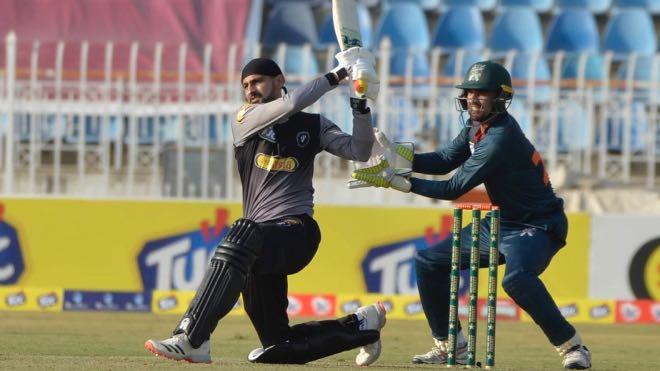 Shoaib Malik become first Asian to score 10000 runs in T20 Cricket