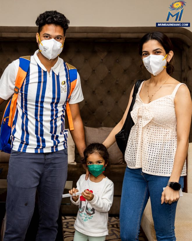Wicketkeeper-batsmanAditya Tarewith his family after landing in Abu Dhabi